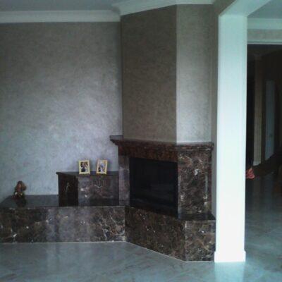 камин с индивидуальной облицовкой из мраморасерпухов 2011