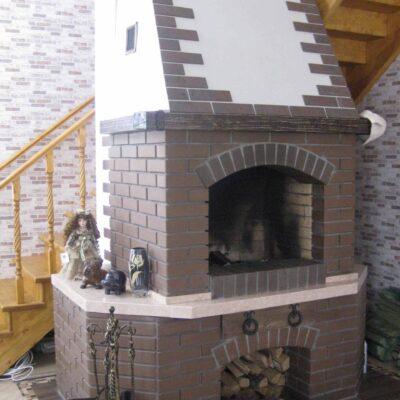 4 кирпичный открытый камин с нашей лестницей как одно целое заокский 2012